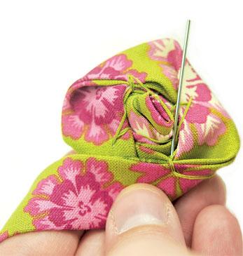 Цветок-брошь из ткани своими руками (мастер-класс)