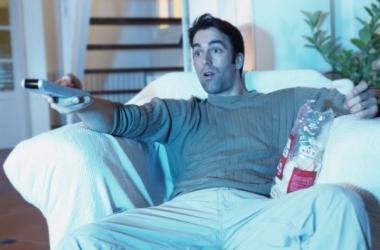 Любовный треугольник: он, ты и… телевизор