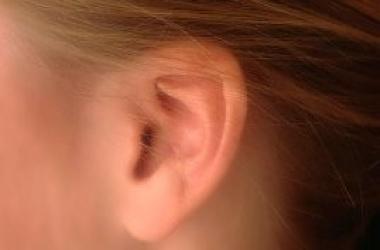 Как правильно чистить ухо - отвечает специалист
