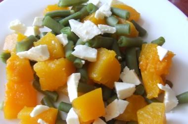 Теплый салат из тыквы и адыгейского сыра
