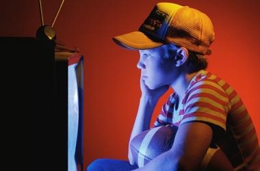 Телевизор «заражает» детей анорексией и ожирением