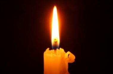 Горящая свеча очистит от негатива