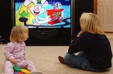 Увлечение телевизором и компьютером превратит ребенка в двоечника