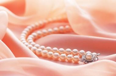 Подарок на День святого Валентина: почему женщины предпочитают украшения