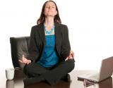 Как правильно сидеть за рабочим столом: важные правила для здоровья позвоночника