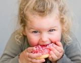 Влияние сладкого на организм ребенка: самые опасные последствия