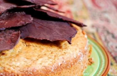 Шоколадные листья: украшение для десерта (фото)