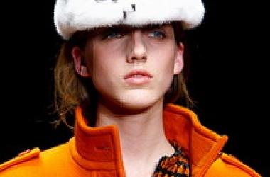 Три способа носить оранжевый этой осенью