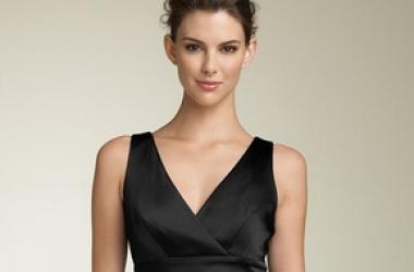 Как превратить маленькое черное платье в деловой костюм