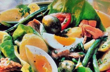 Как приготовить полезные заправки для салатов: 3 вкусных рецепта