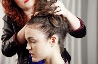 Вечерние укладки на длинные волосы (фото)
