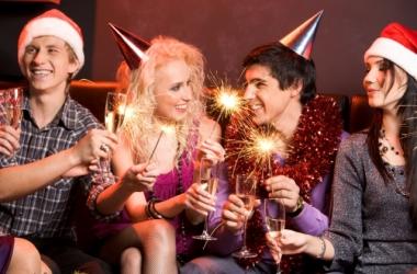 Как праздновать Старый Новый год 2015: лучшие сценарии праздника для семьи и для компании