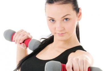 Зарядка перед телевизором: 5 несложных упражнений