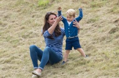 Фото маленького принца Джорджа на матче поло взорвали сеть: как воспитывают детей в Англии