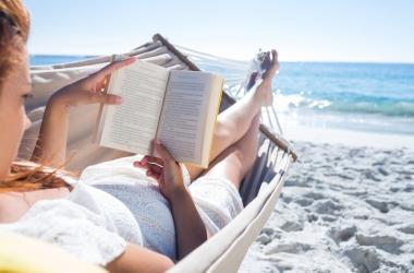 Что почитать: книги о том, как кардинально изменить жизнь, а также о море, любви и путешествиях
