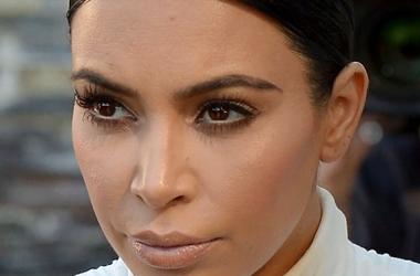 Ким Кардашьян стремительно поправляется: уже виден животик