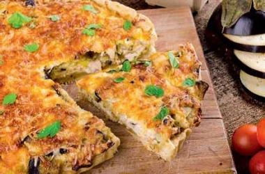 Рецепт быстрого пирога с курицей и баклажанами