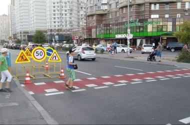 На киевских дорогах появилась «зебра» для велосипедистов (фото)