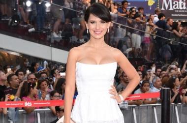 Маленькое белое платье: топ-12 моделей для коррекции фигуры