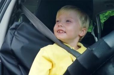 3-летний малыш стал водителем такси: удалось ли ему довезти пассажиров?