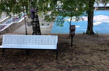 Антивандальные эколавки с цитатами писателей появились в Киеве в 2019 году