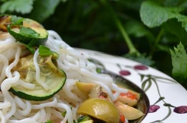 Рецепт дня с Ширатаки: Спагетти Коньяки с цуккини и оливками (пошаговый рецепт с фото)