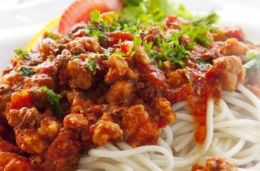 Рецепт дня с Ширатаки: Spaghetti Ширатаки с соусом Болоньезе (пошаговый рецепт с фото)