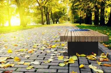 В Киеве за 15 тысяч гривен будут устанавливать скамейки на солнечных батареях (фото)