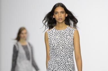Мода весна-лето 2016: одежда на все случаи от J.JS Lee на Неделе моды в Лондоне 2015