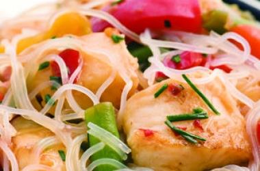 Рецепт дня с Ширатаки: Вермишель Ширатаки с треской и овощами (пошаговый рецепт с фото)