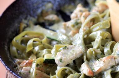 Рецепт дня с Ширатаки: Fettuccine с тунцом и овощами (пошаговый рецепт с фото)