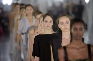 Мода весна-лето 2016: вечерние платья от Amanda Wakeley на Неделе моды 2015 в Нью-Йорке
