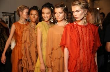 Мода весна-лето 2016: Alberta Ferretti - платья-комбинации на Неделе моды 2015 в Милане