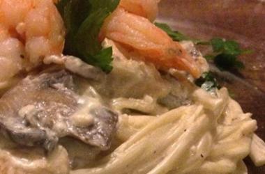 Рецепт дня с Ширатаки: Spaghetti с креветками и шампиньонами в сливочном соусе (пошаговый рецепт с фото)