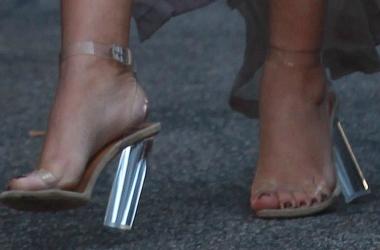 Ким Кардашьян: беременность с риском для жизни - каблуки, чипсы и латекс (фото)