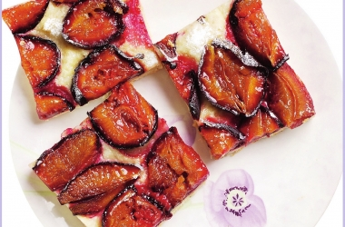 Сливовый пирог из дрожжевого теста: блюдо выходного дня