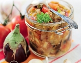 Блюда с баклажанами: баклажанная икра с помидорами и болгарским перцем (фото)