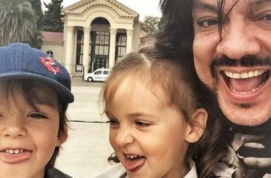 Дети Филиппа Киркорова: певец впервые вывел в свет своих 3-летних малышей (фото)
