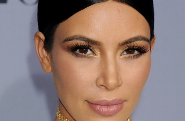 Ким Кардашьян вся в белом на InStyle Awards 2015: посмотри на эту фигуру!