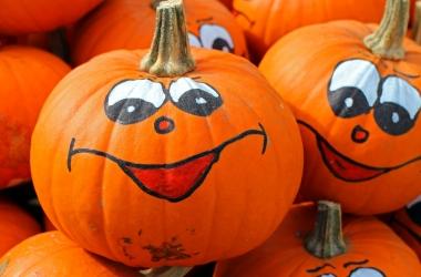 Прикольные и веселые короткие смс поздравления на Хэллоуин 2015 в стихах и прозе