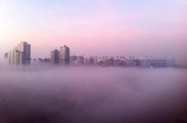 Киев в тумане: в сети появились фото столицы, окутанной туманом (фото)