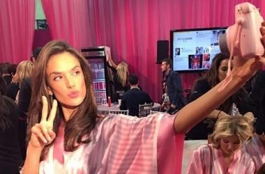 За кулисами Victoria's Secret 2015: все самое интересное - фото и видео бэкстейджа