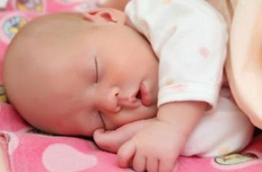 Колики: как помочь малышу?