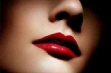 Новогодний макияж 2015: ярко-красные губы
