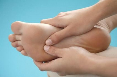 Почему отекают ноги: устраняем отеки