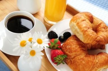 Почему завтрак помогает оставаться стройной