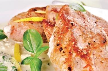 Свинина под белым соусом
