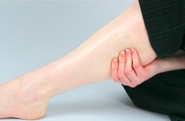 Судороги в ногах: народные средства лечения