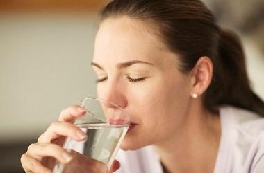 Запивать пищу опасно для желудка