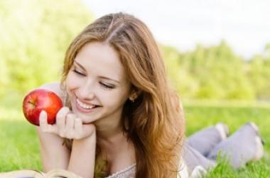 Как избавиться от нитратов в ранних овощах и ягодах: советы диетолога!